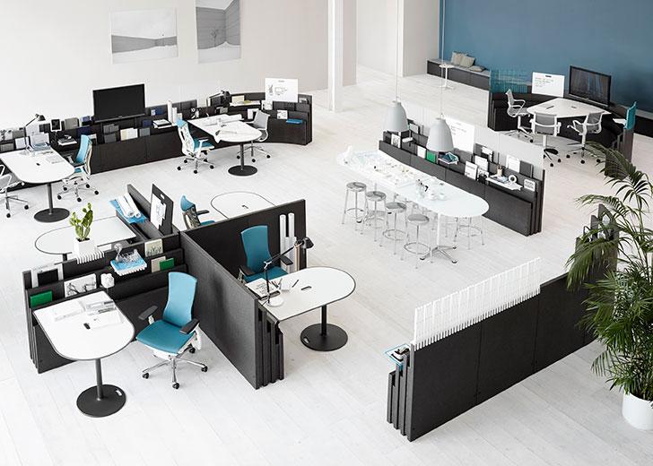 Cei care lucrează într-un astfel de Clubhouse au la dispoziție o gamă variată de mobilier ajustabil care încurajează schimbarea posturilor.